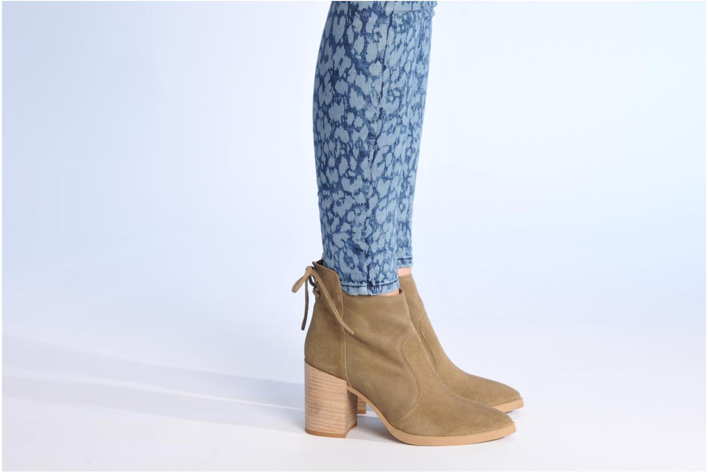 Bottines et boots Made by SARENZA Buttes-Chaumont #2 Beige vue bas / vue portée sac