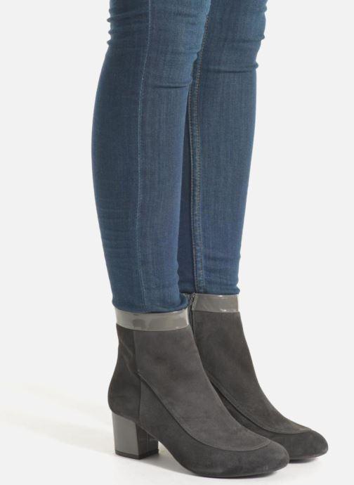 Stiefeletten & Boots Made by SARENZA Queens Cross #17 grau ansicht von unten / tasche getragen