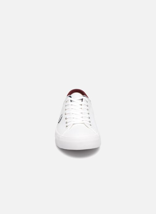 Baskets Fred Perry Kendrick Tipped Cuff Canvas Blanc vue portées chaussures