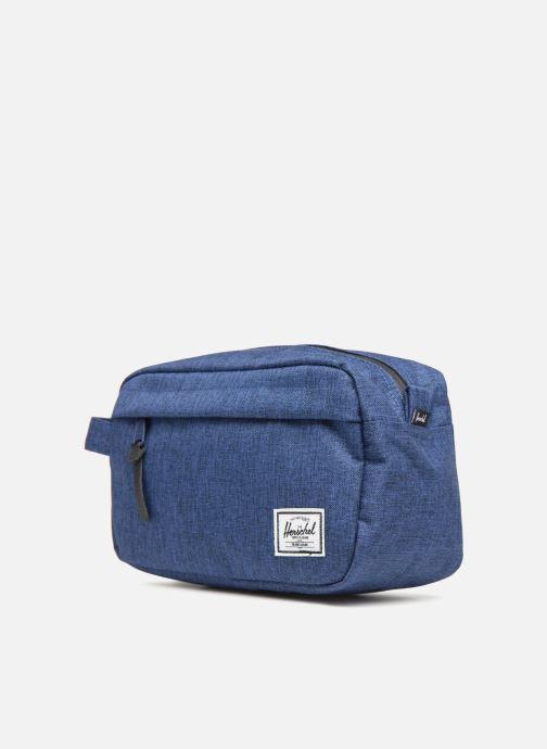 Reisegepäck Herschel Chapter blau schuhe getragen