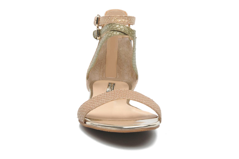 Sandales et nu-pieds Guess Jill Or et bronze vue portées chaussures