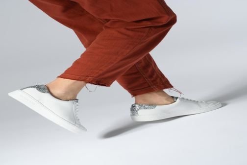 Sneaker Michael Michael Kors Irving Lace Up gold/bronze ansicht von unten / tasche getragen