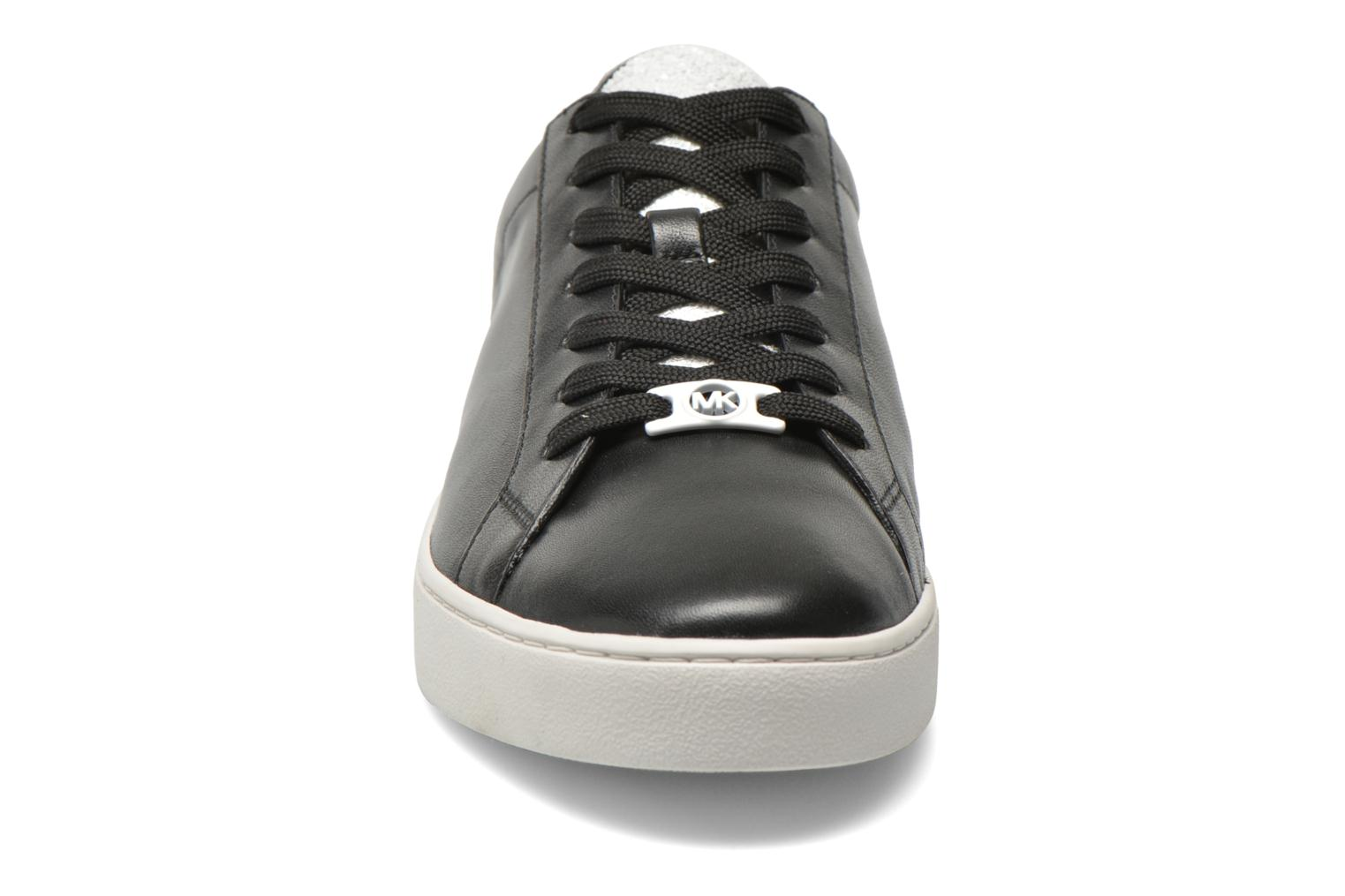 Sneakers Michael Michael Kors Irving Lace Up Nero modello indossato