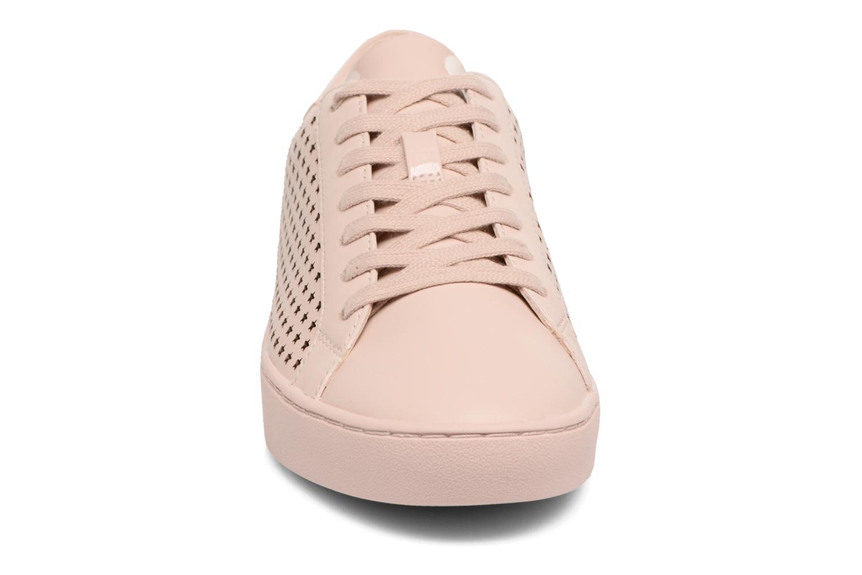 Sneakers Michael Michael Kors Irving Lace Up Rosa modello indossato