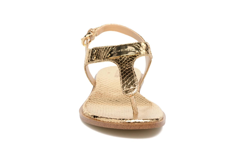 Sandales et nu-pieds Michael Michael Kors MK Plate Thong Or et bronze vue portées chaussures