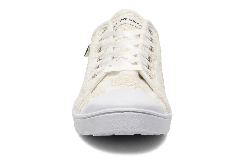 Baskets Molly Bracken Derby signature Blanc vue portées chaussures
