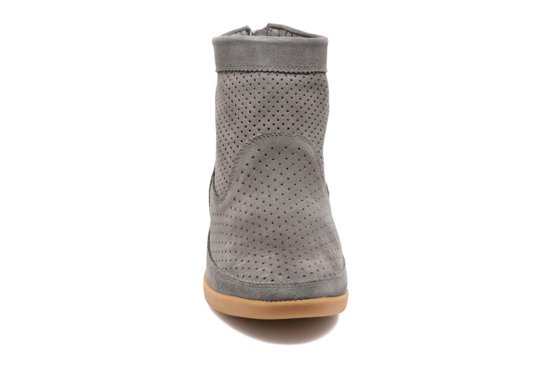 Bottines et boots Shoe the bear Emmy Gris vue portées chaussures