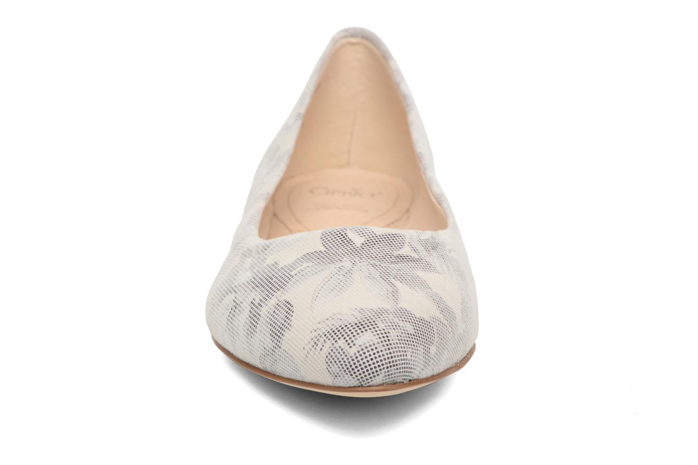 Ballerines Caprice Vinyle Gris vue portées chaussures