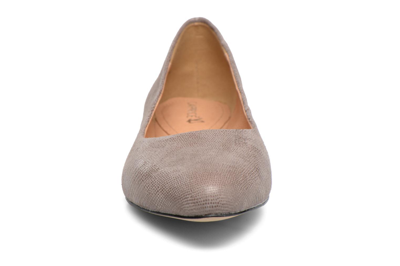 Ballerines Caprice Vinyle Argent vue portées chaussures
