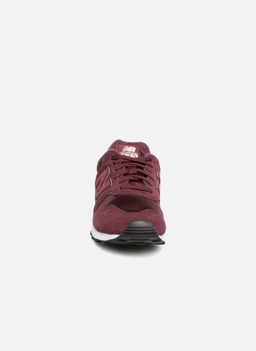Baskets New Balance WL373 Bordeaux vue portées chaussures