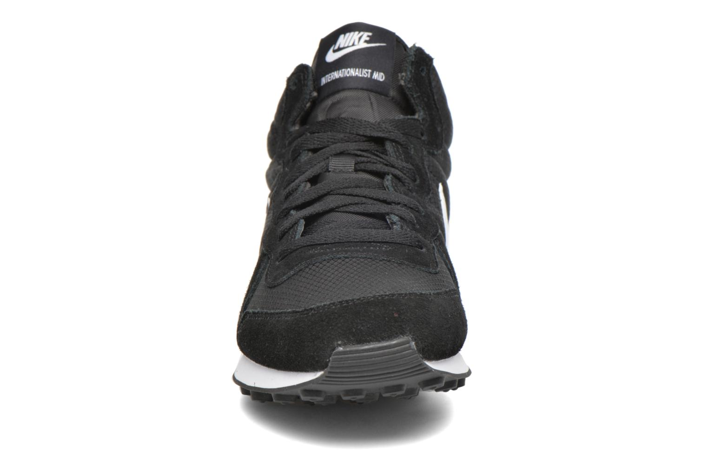 Baskets Nike Nike Internationalist Mid Noir vue portées chaussures