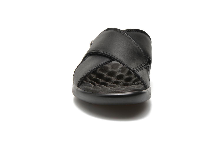Sandales et nu-pieds Panama Jack Magic Noir vue portées chaussures