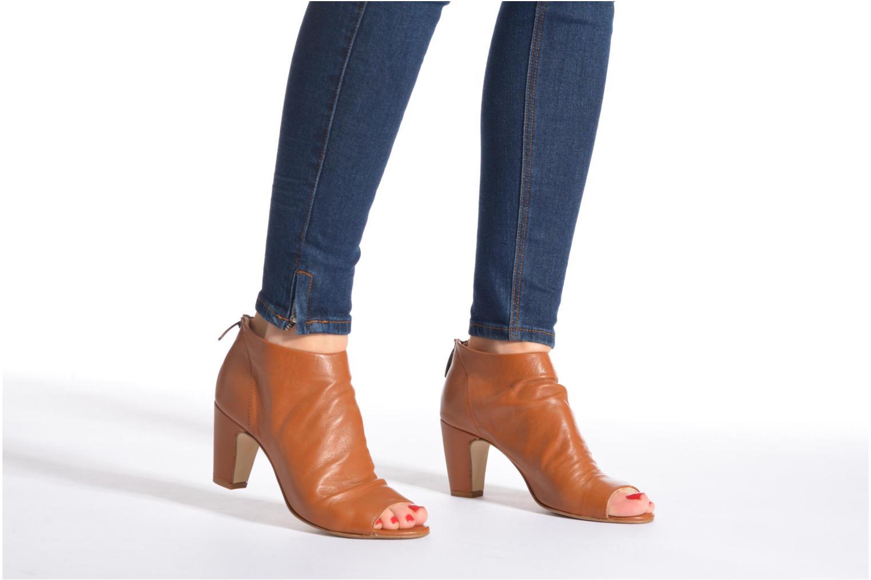 Bottines et boots Georgia Rose Gicel Marron vue bas / vue portée sac