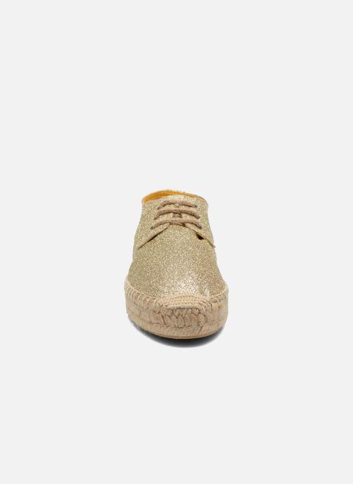 Scarpe con lacci Anaki Sable Oro e bronzo modello indossato