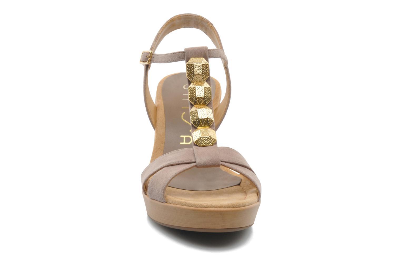 Sandales et nu-pieds Unisa Rony Beige vue portées chaussures
