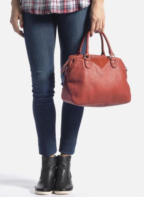 Handtaschen Nat & Nin Heleen schwarz ansicht von unten / tasche getragen