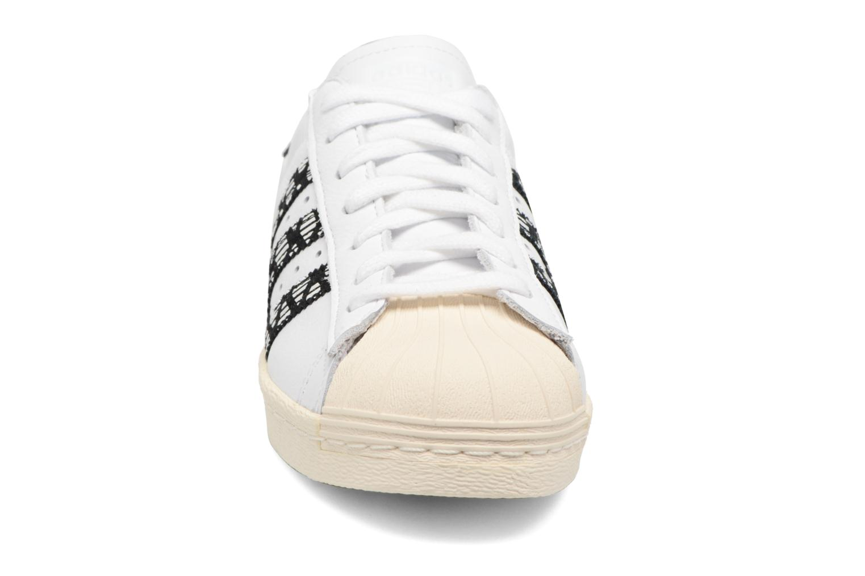 Deportivas Adidas Originals Superstar 80S W Negro vista del modelo