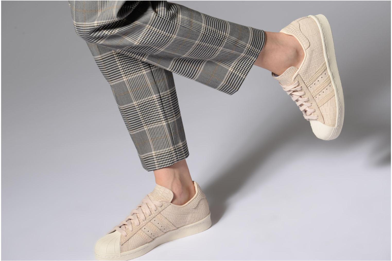 Baskets Adidas Originals Superstar 80S W Beige vue bas / vue portée sac