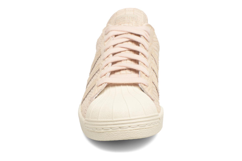 Baskets Adidas Originals Superstar 80S W Beige vue portées chaussures