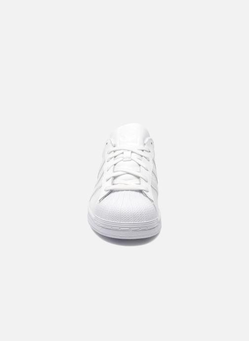 Baskets adidas originals Superstar Foundation Blanc vue portées chaussures