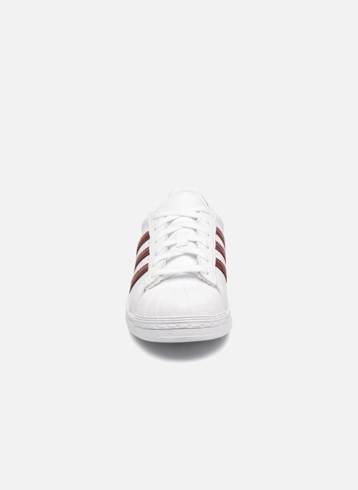 Sneaker adidas originals Superstar W weinrot schuhe getragen