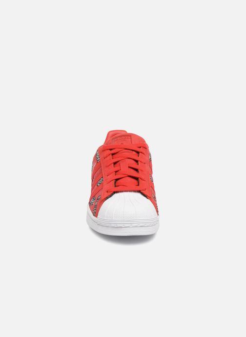 Baskets adidas originals Superstar W Rouge vue portées chaussures