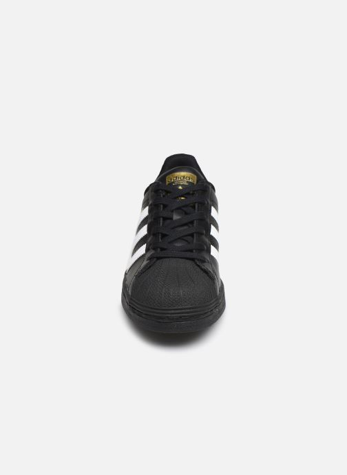 Sneakers adidas originals Superstar W Nero modello indossato