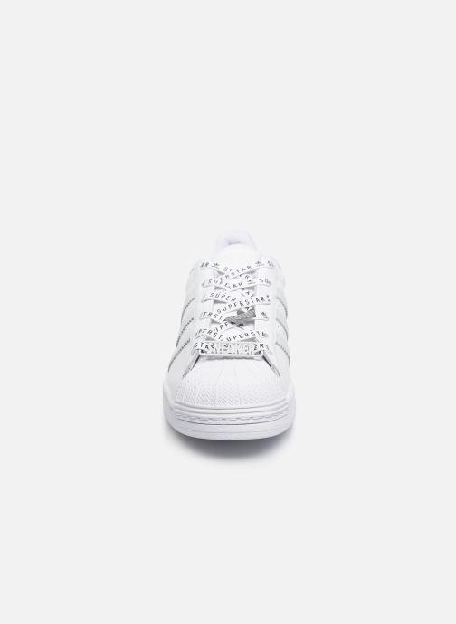 Baskets adidas originals Superstar W Blanc vue portées chaussures