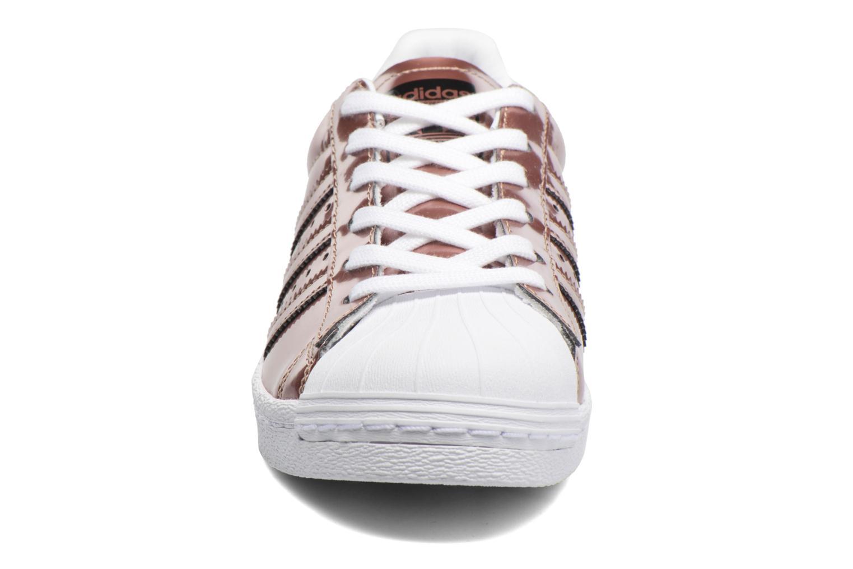 Baskets Adidas Originals Superstar W Or et bronze vue portées chaussures