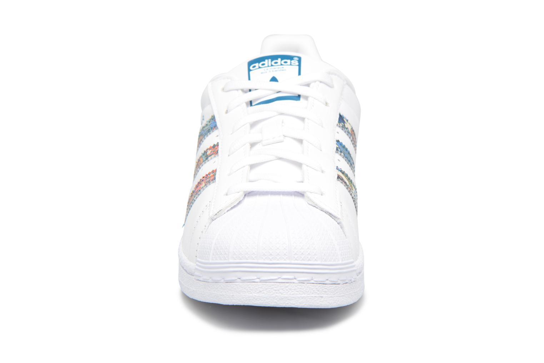Baskets Adidas Originals Superstar W Multicolore vue portées chaussures