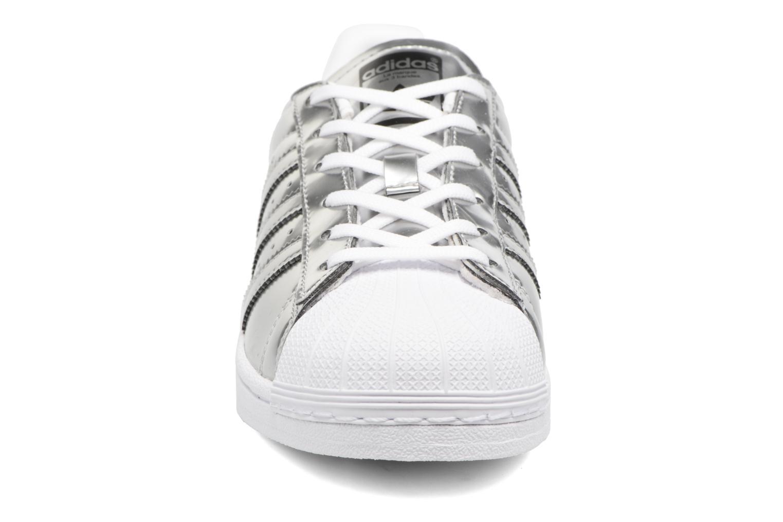 Baskets Adidas Originals Superstar W Orange vue portées chaussures