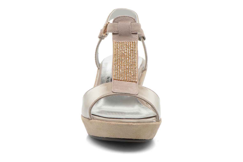 Sandales et nu-pieds Madison Escada Beige vue portées chaussures