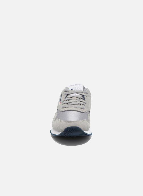 Baskets Reebok Classic Nylon Gris vue portées chaussures