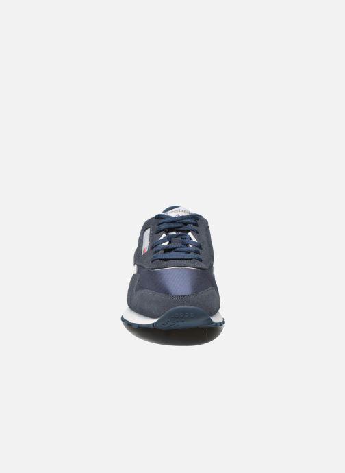 Baskets Reebok Classic Nylon Bleu vue portées chaussures