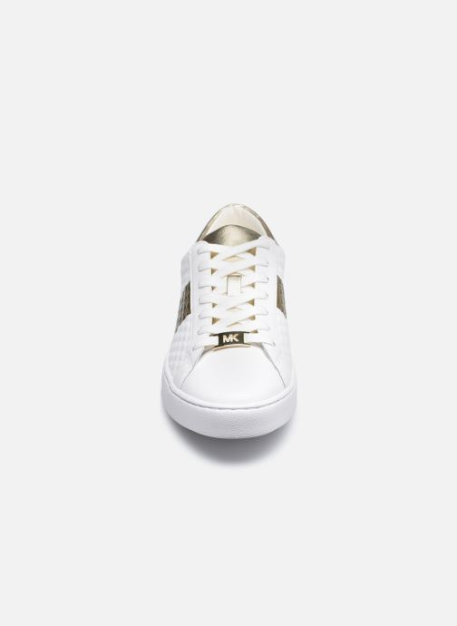 Deportivas Michael Michael Kors Colby Sneaker Blanco vista del modelo