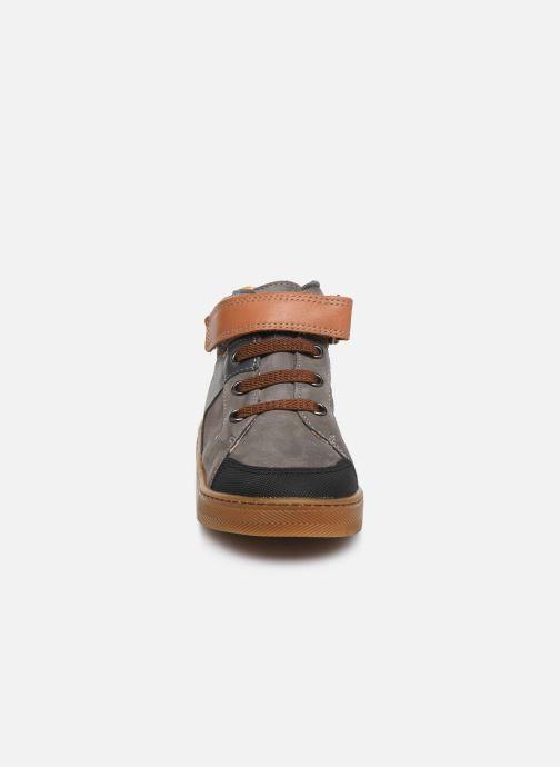 Sneaker Babybotte Ken grau schuhe getragen