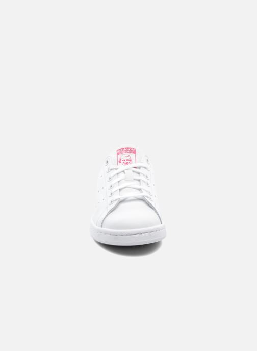 Sneakers adidas originals STAN SMITH J Bianco modello indossato
