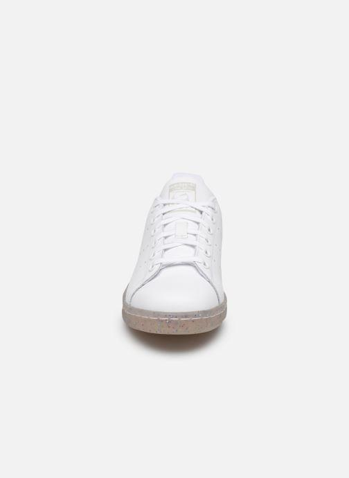 Baskets adidas originals STAN SMITH J Blanc vue portées chaussures