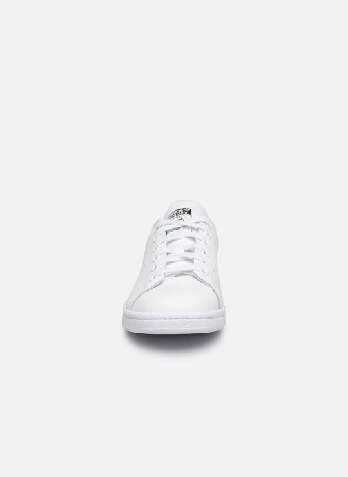Sneakers adidas originals STAN SMITH J Bianco modello indossato