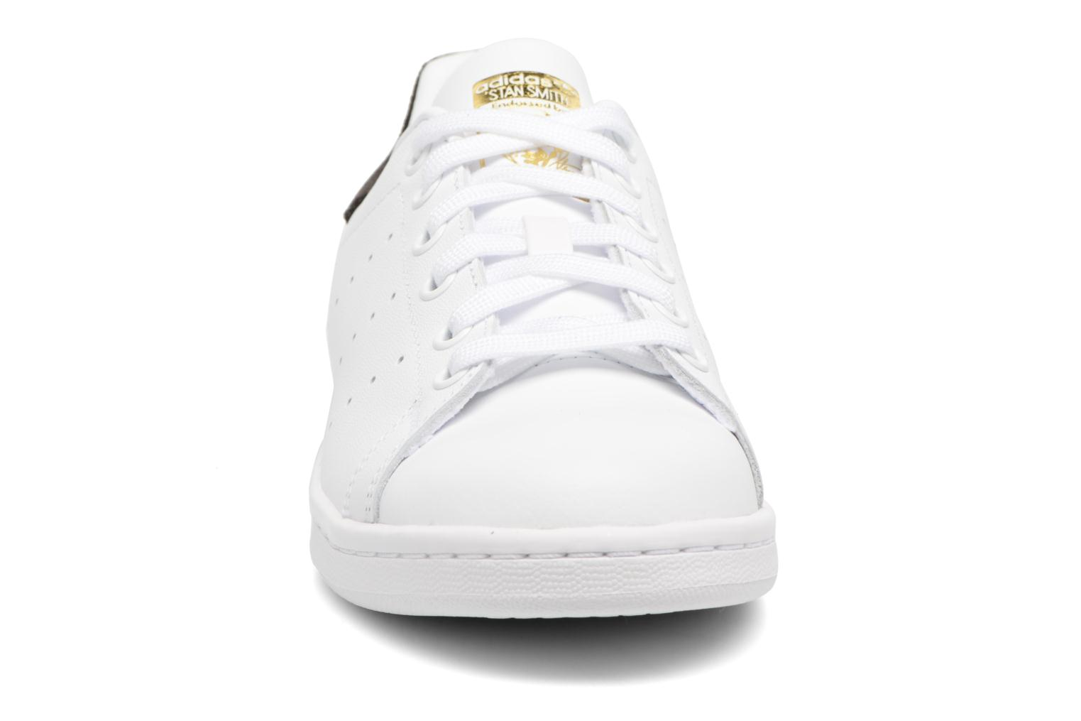 Trainers Adidas Originals STAN SMITH J White model view