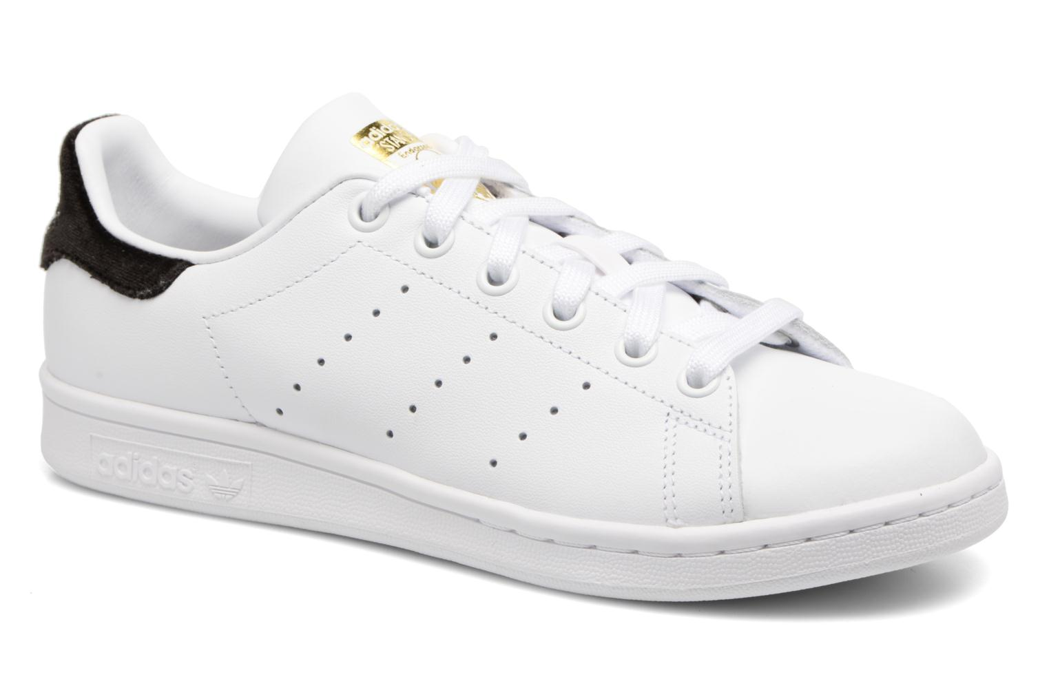 Trainers Adidas Originals STAN SMITH J White detailed view/ Pair view