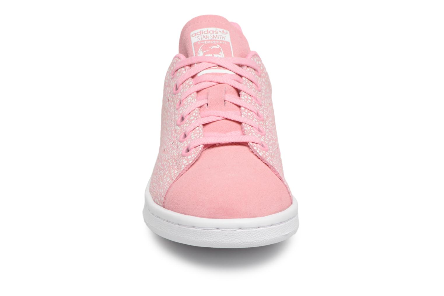 Baskets Adidas Originals STAN SMITH J Rose vue portées chaussures