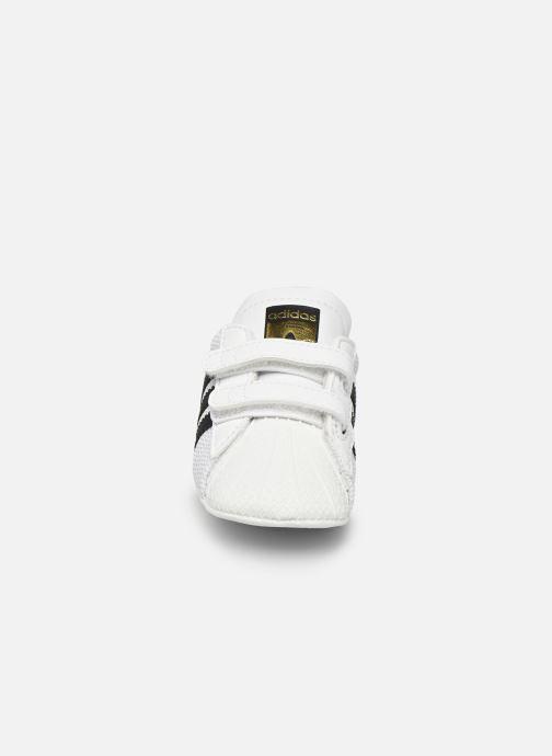 Sneakers adidas originals SUPERSTAR CRIB Bianco modello indossato