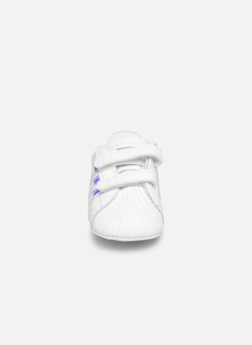 Baskets Adidas Originals SUPERSTAR CRIB Blanc vue portées chaussures