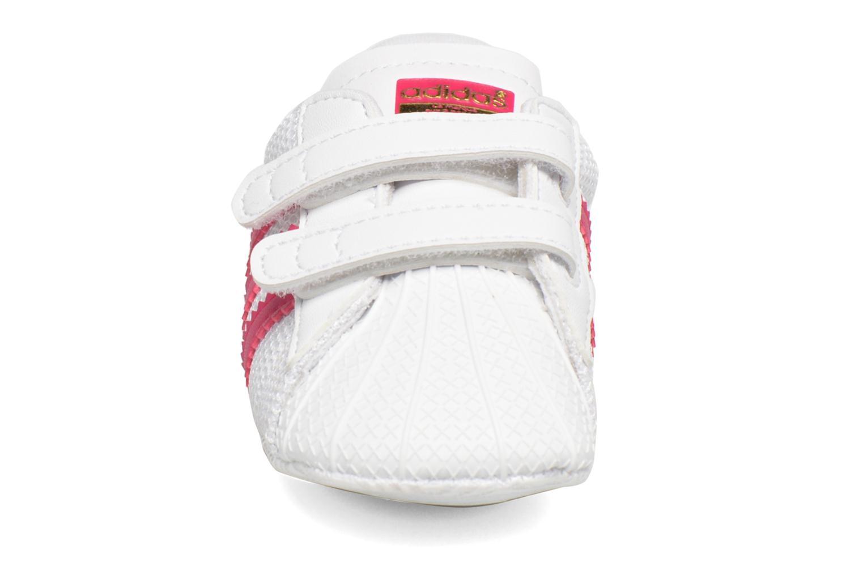 Sneakers Adidas Originals SUPERSTAR CRIB Wit model