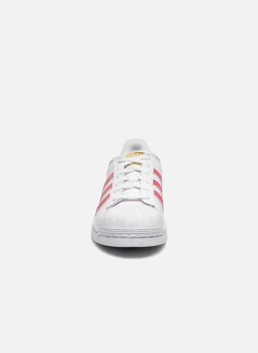 Baskets Adidas Originals Superstar Foundation J Blanc vue portées chaussures