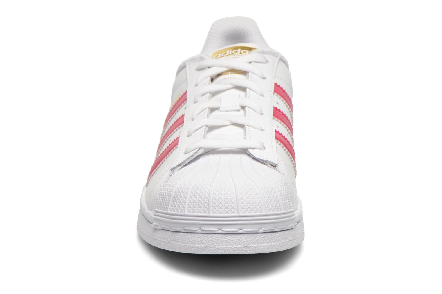 Sneakers Adidas Originals Superstar Foundation J Bianco modello indossato