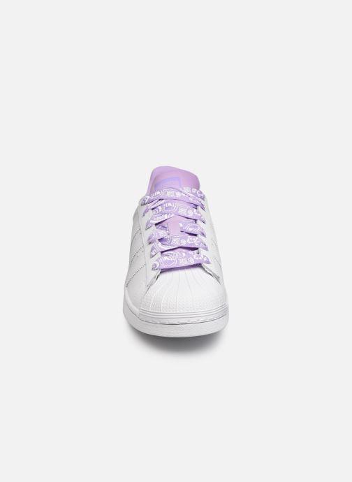 Sneakers adidas originals SUPERSTAR J Wit model
