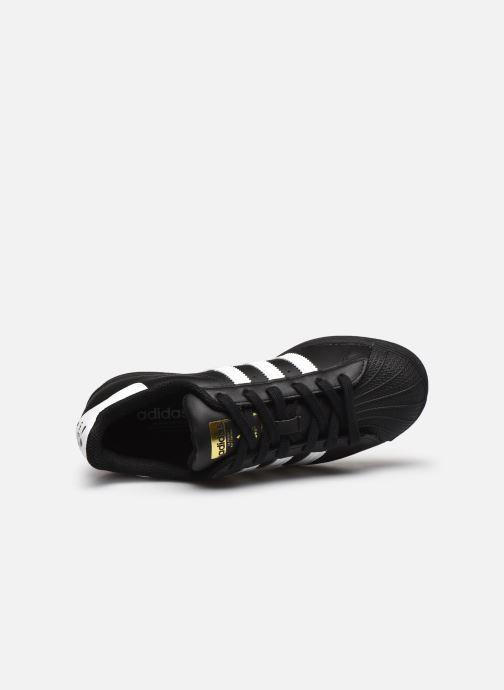 Sneakers adidas originals SUPERSTAR J Zwart links