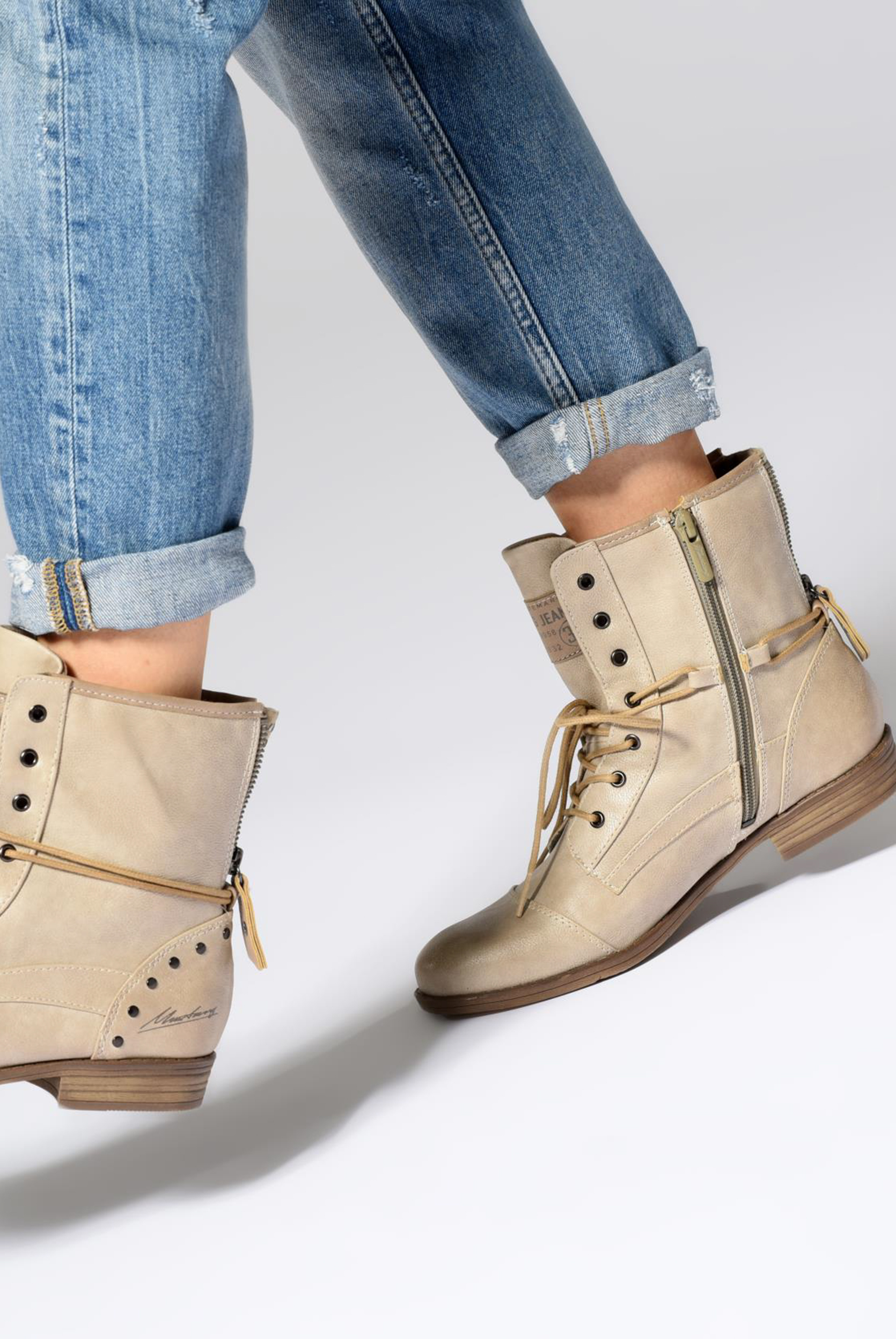 Bottines et boots Mustang shoes Julie Marron vue bas / vue portée sac